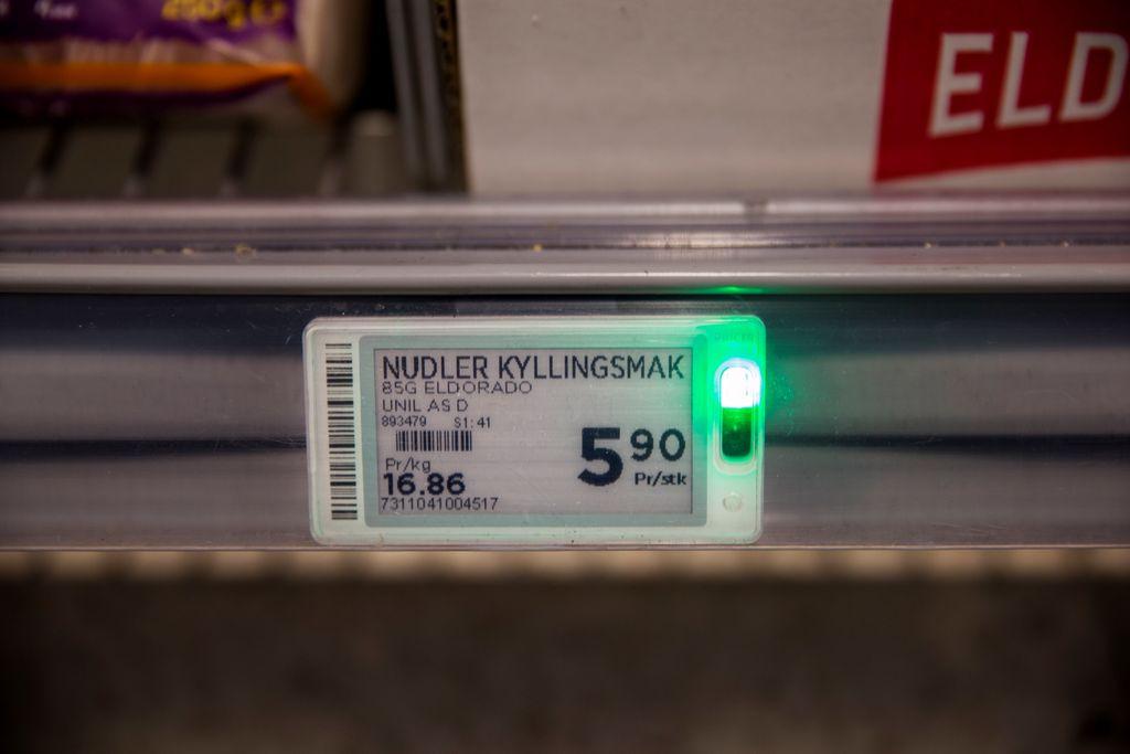 1fee00cf BLINK-BLINK: Det blinker i de digitale prisetikkene når plukkerne nærmer seg  varen de